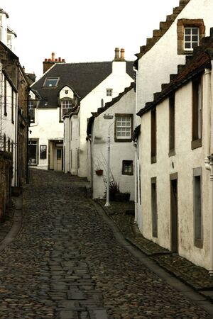 fife: Cottages in cobbled alley at Culross, Fife, Scotland