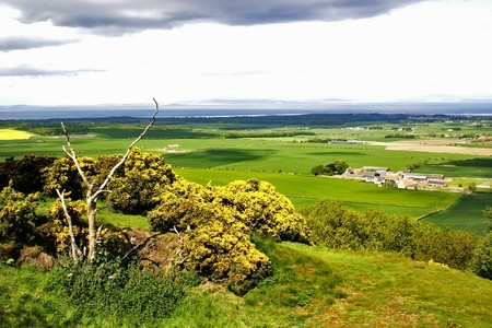 lothian: Looking north to the Firth of Forth from Byres Hill, East Lothian, Scotland Stock Photo