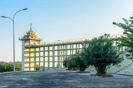 photo of lift at Uppatasanti Pagoda, Nay Pyi Taw, Myanmar, Feb-2018 Imagens