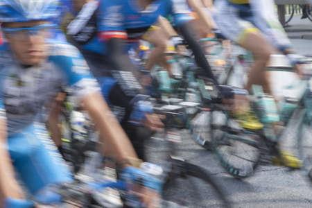 course cycliste: course de v�lo, les concurrents en mouvement Banque d'images