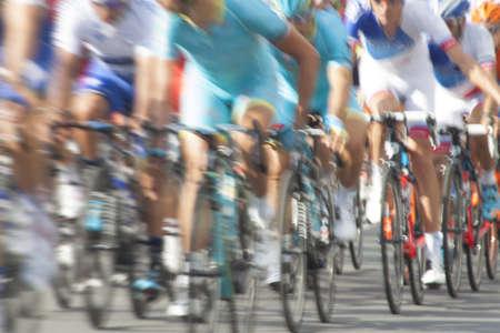 explocion: Grupo de ciclista durante una carrera, el desenfoque de movimiento