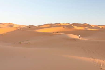Erg Chebbi dunes at Sahara desert, Morocco, sunlit in the afternoon Banco de Imagens