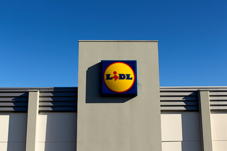 collaborator: FRANCE - November 8, 2015: Logo of Lidl brand. Lidl is a German hard-discount business through this twenty-six countries in Europe with 7839 stores.