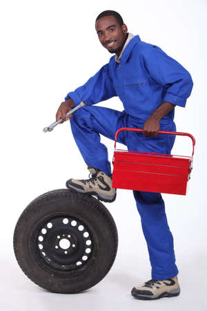 calzado de seguridad: Retrato de un mecánico Foto de archivo