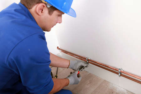 close fitting: Plumber fixing pipes