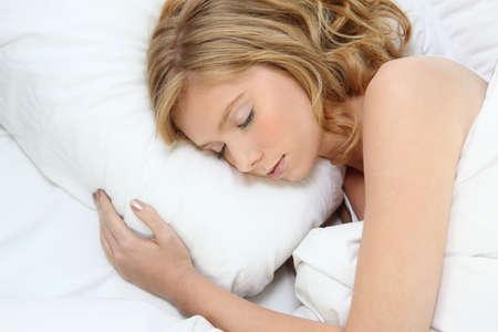 durmiendo: mujer durmiendo j�venes