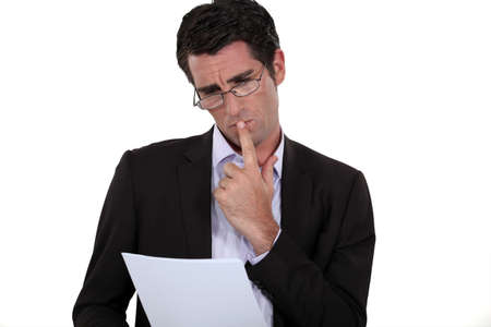 hesitating: Abogado no est� seguro acerca de los t�rminos de un contrato Foto de archivo