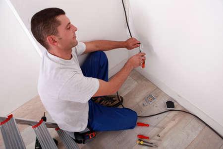 empleadas domesticas: Electricista de cableado de una casa