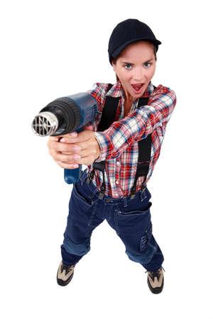 mujer con pistola: Mujer con un removedor de pintura