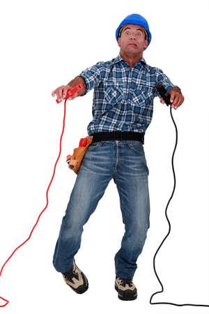 convulsion: electricista se electrocutó