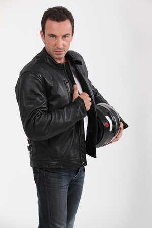 chaqueta de cuero: Chaqueta de motociclista celebración Foto de archivo