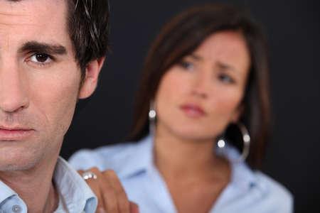 perdonar: Pareja con un desacuerdo Foto de archivo