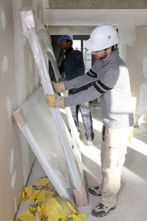 tablaroca: Trabajador de la instalaci�n de nuevas ventanas