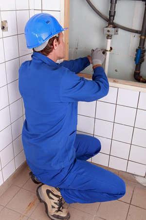 tuberias de agua: Plomero reparaci�n de las tuber�as de agua