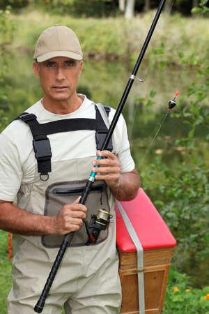 waders: Pescador en waders