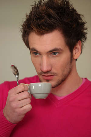 expresso: Young man drinking expresso
