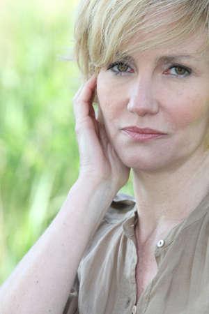 worried woman: Portrait of a woman