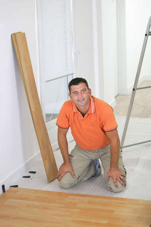 craftsman changing the parquet photo