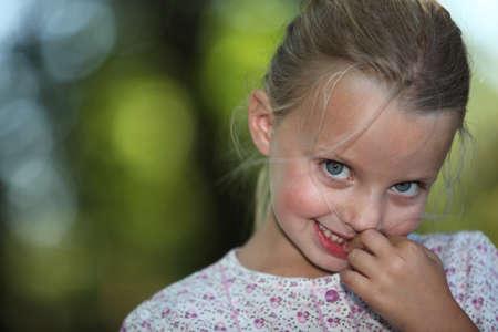 poco: Chica sonriendo
