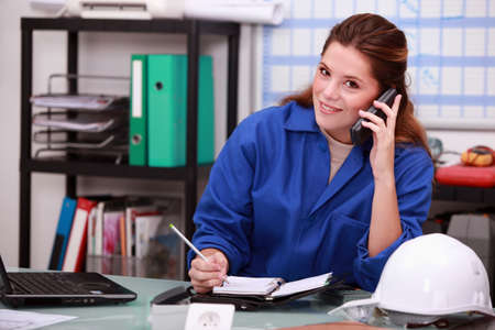 answering phone: mujer corporativo contestando al tel�fono