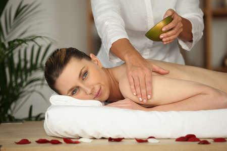 thalasso: Femme recevant massage Banque d'images