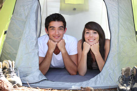 17 19 years: Teenagers in a tent Stock Photo