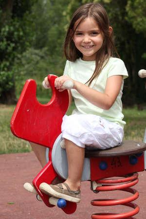 zapatos escolares: Chica en el patio de recreo