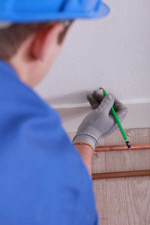 close fitting: Plumber marking the spot