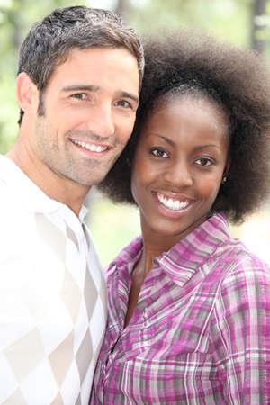 couple mixte: Portrait d'un couple interracial