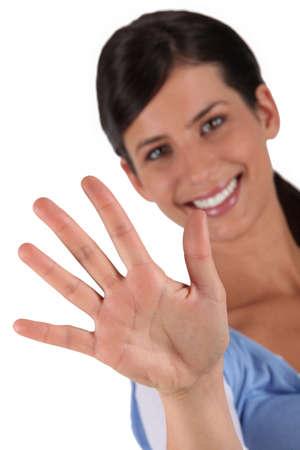gente saludando: Mujer sosteniendo su mano Foto de archivo