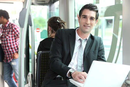 feliz: Man working on the bus