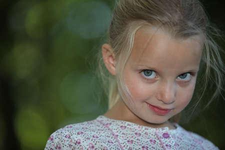 Timido ragazza bionda piccola Archivio Fotografico - 11797578