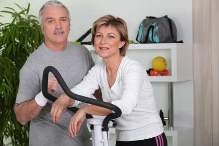 50 55 years: Couple training in home gym