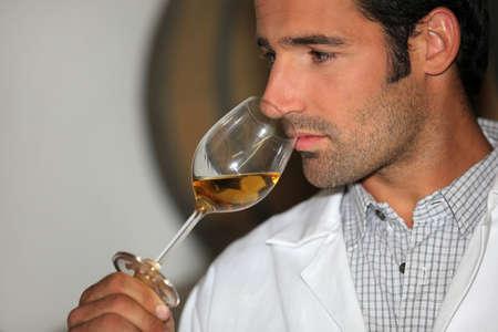 olfato: Un vino que huele el hombre