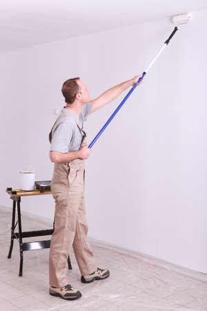 pintor de casas: El hombre pintura Foto de archivo
