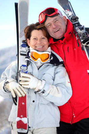50 to 55 years old: Older couple with skis
