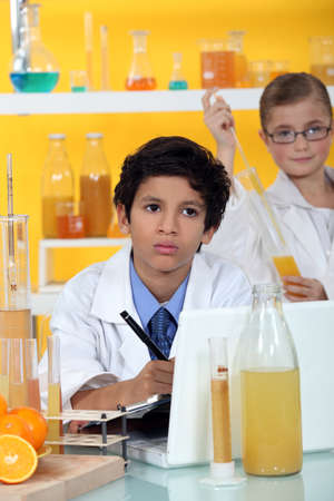 science tips: Kids performing science experiment