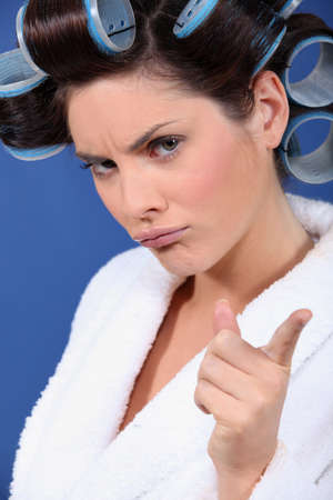 hair rollers: Mujer con rulos