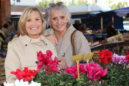 55 60 years: Mother and daughter at the market