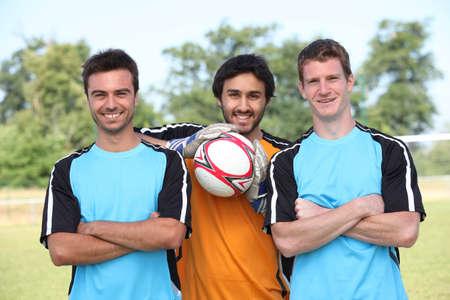 joueurs de foot: Le joueur de football s'arr�ter pour faire prendre en photo