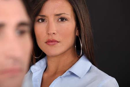 angry couple: Una pareja de tener un argumento.