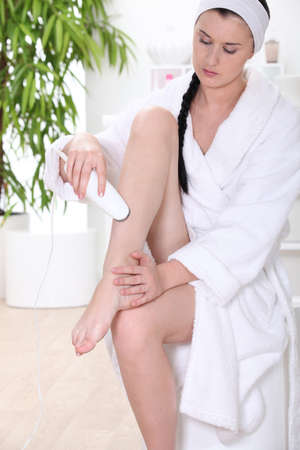 bath gown: Woman shaving legs