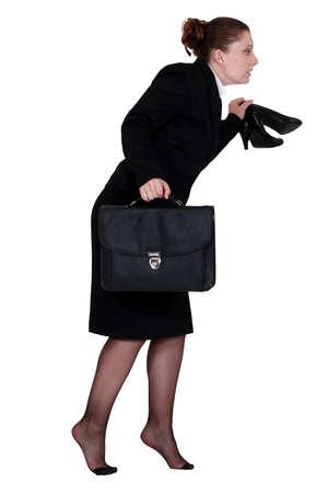 pantimedias: La mujer a escondidas fuera de la oficina Foto de archivo