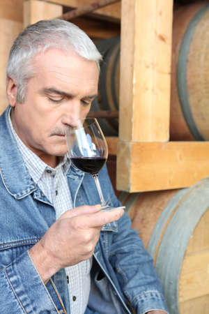 epicurean: Man smelling red wine