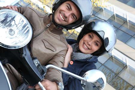 riding helmet: Pareja en una motocicleta