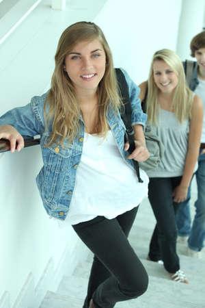 subiendo escaleras: los estudiantes en las escaleras