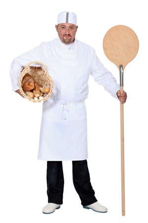 haciendo pan: Baker, con la cesta