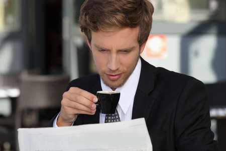 expresso: Businessman reading documents and drinking expresso