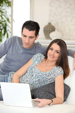 couple couch: Couple shopping online