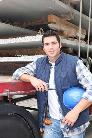 baustellen: Vorarbeiter posiert in Baustelle